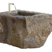 Kalksteinbrunnen mit Tülle