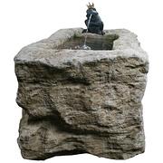 Großer Brunnen aus Kalkstein