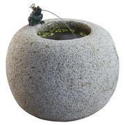 Runder Granitbrunnen mit Frosch