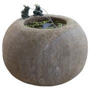 Runder Sandstein-Brunnen mit Fröschen