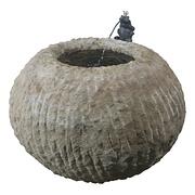 Runder Sandsteinbrunnen mit Frosch