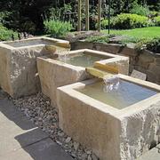 Mehrteiliger Brunnen aus Kalkstein