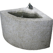 Eckbrunnen aus Granit mit Frosch
