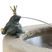 Detail Zylinderbrunnen aus Sandstein mit Frosch