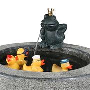 Zylinderbrunnen aus dunklem Granit
