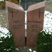 Zweiteiliges Doppelgrabmal