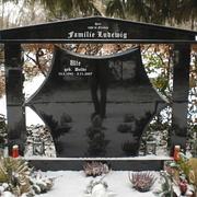 Großes Familiengrabmal