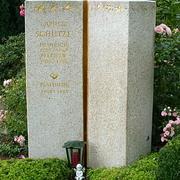 Zweiteiliges Doppelgrabmal aus Granit