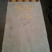 Einzelgrabmal aus Kalkstein