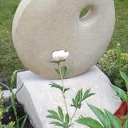 Zweiteiliges Einzelgrabmal aus Kalkstein