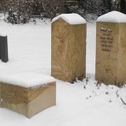 Dreiteilige Grabanlage aus Sandstein