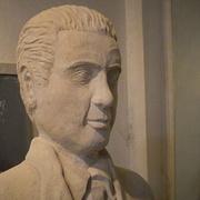 Kopfansicht der Oskar Schindler-Statue