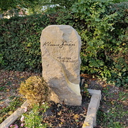Grabmal aus Thüster-Kalkstein